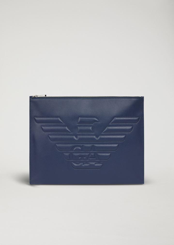 92386fd97d Pochette in pelle stampata palmellata con maxi-logo