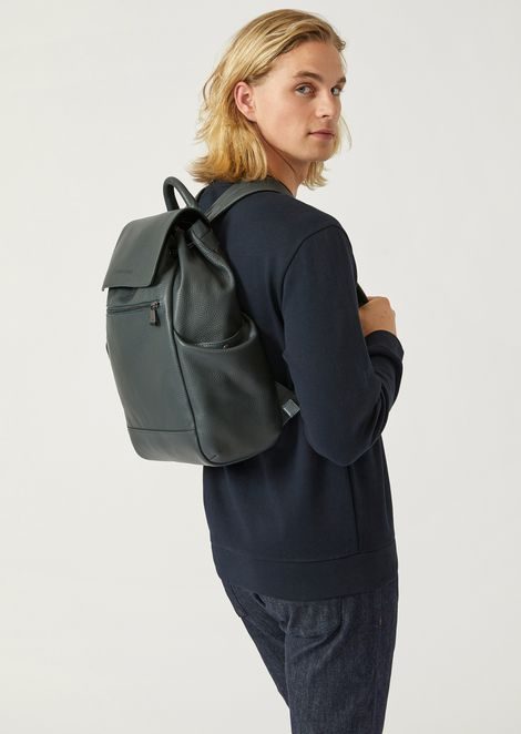 Backpack in grained leather with side pockets