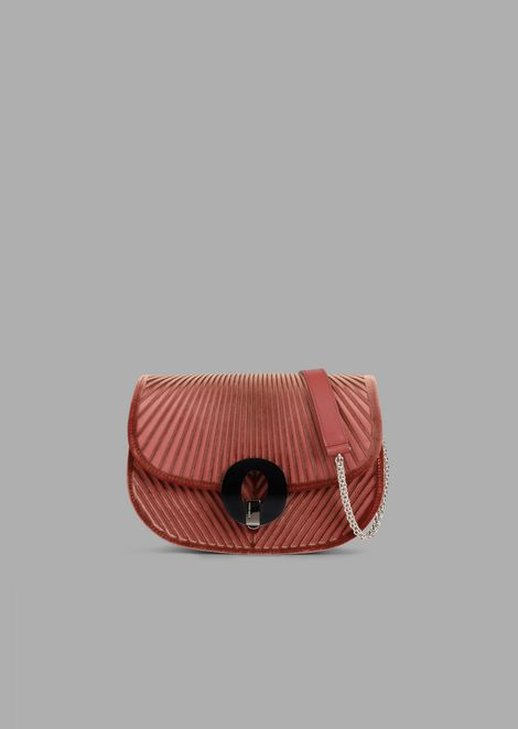 Crossbody Bag aus Chevron-Samt mit Boden aus Satin
