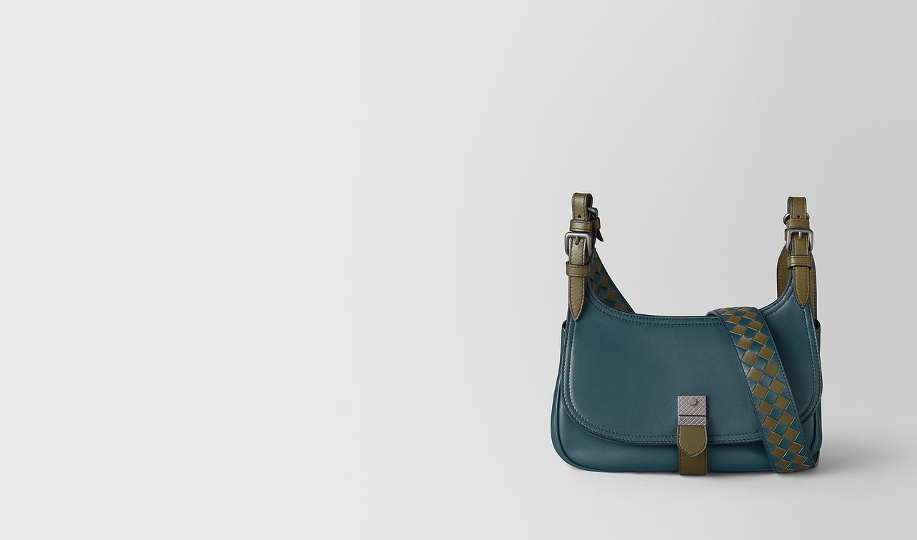 medium shoulder bag in calf leather  landing