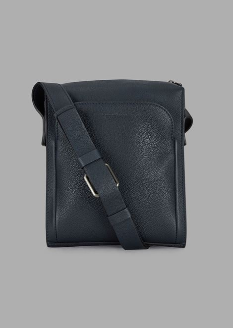 Grainy leather shoulder bag with external pocket