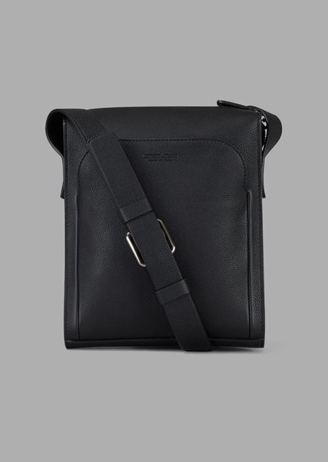 Grainy cross-body bag with external pocket