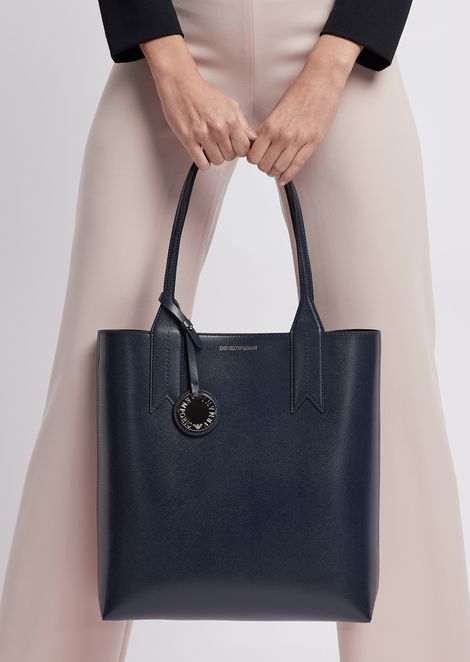 Grained shopping bag with logo charm and internal clutch