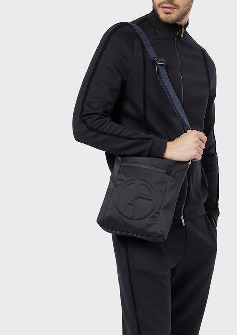 Sac à bandoulière avec logo en relief et poche extérieure