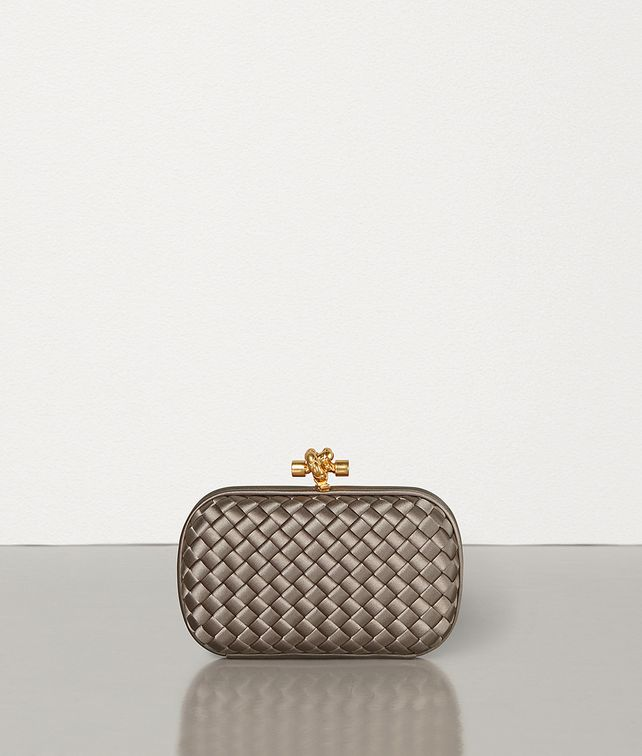 BOTTEGA VENETA KNOT IN INTRECCIATO IMPERO Clutch Woman fp