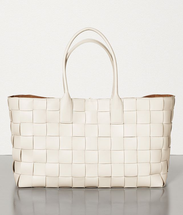 BOTTEGA VENETA MEDIUM TOTE IN MAXI INTRECCIO Tote Bag Woman fp