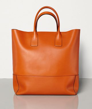 MEDIUM TOTE IN FRENCH CALF