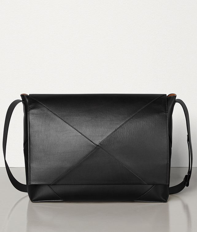 BOTTEGA VENETA MESSENGER BAG IN BUTTER CALF LEATHER Messenger Bag [*** pickupInStoreShippingNotGuaranteed_info ***] fp