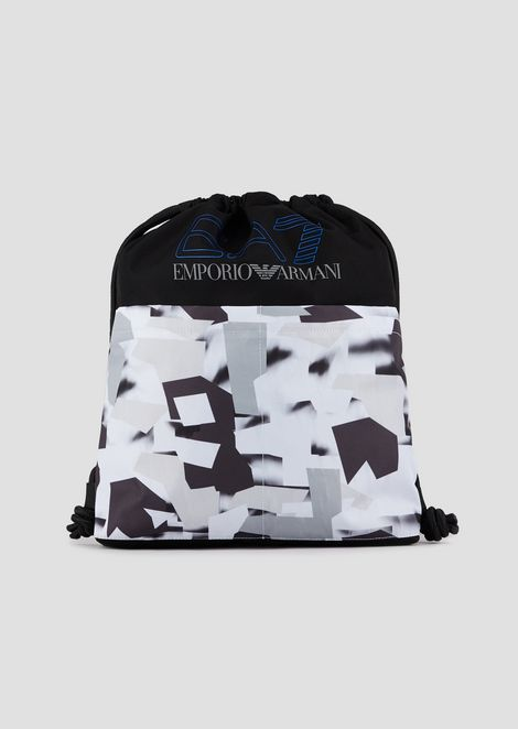 Training bag in fabric with graphic pattern
