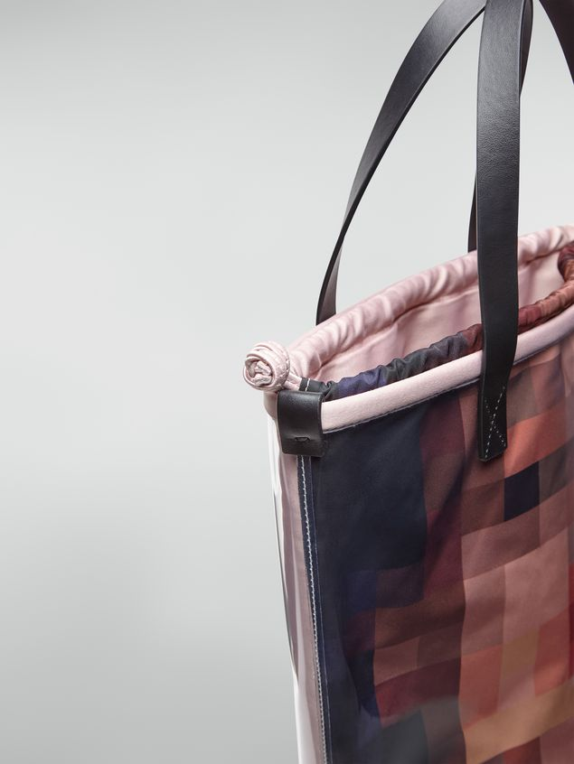 Marni Shopping bag in transparent PVC with pink interior bag in satin Pixel Grace print  Woman - 4