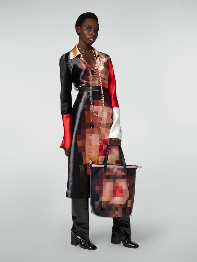 Marni Shopping-Tasche aus transparentem PVC mit rosa Innentasche aus Satin mit Pixel-Grace-Print  Damen - 2