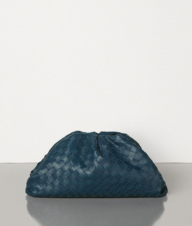 BOTTEGA VENETA THE POUCH IN MAXI INTRECCIO Clutch Woman fp