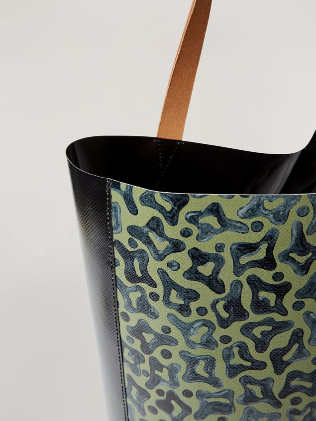 Marni Coated PVC shopping bag in black and Camo Cells print Man - 2