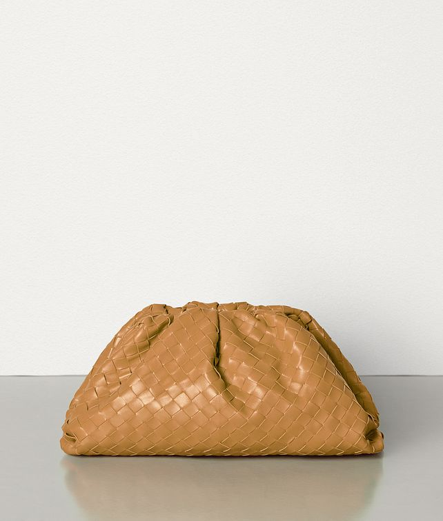 BOTTEGA VENETA THE POUCH IN INTRECCIATO NAPPA Clutch Woman fp