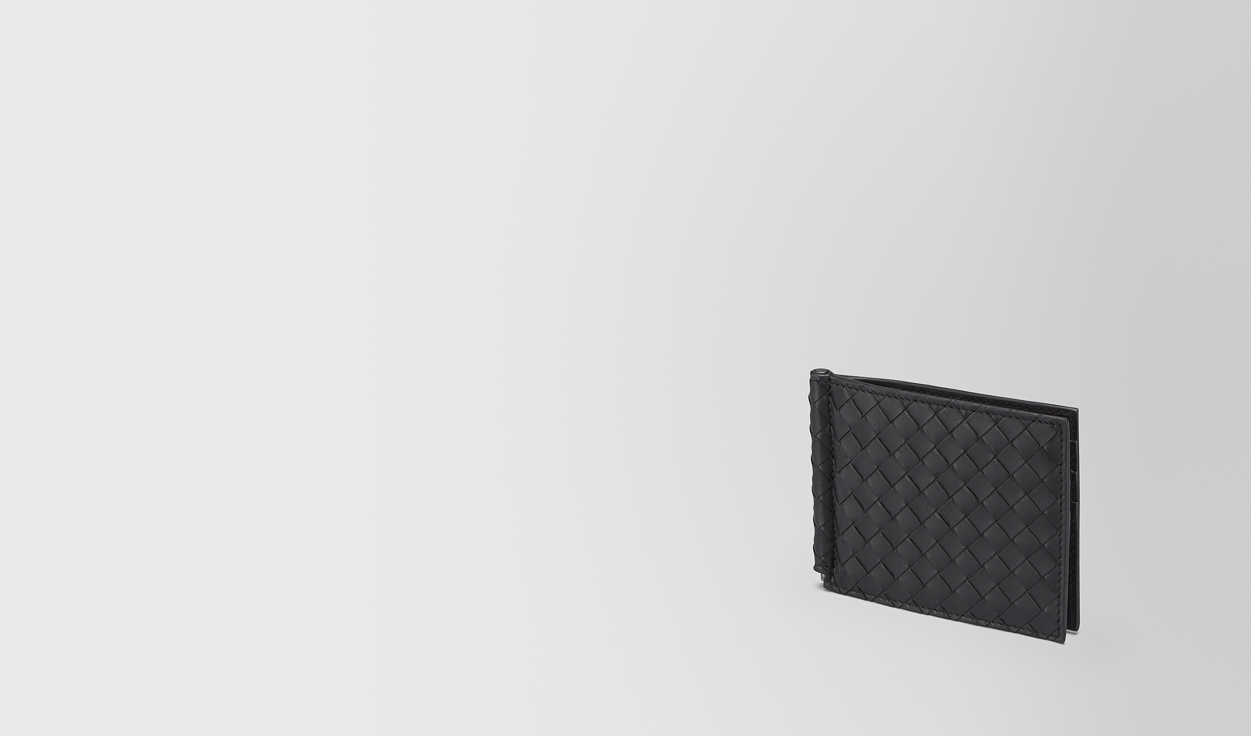 BOTTEGA VENETA Bi-fold Wallet U BI-FOLD WALLET WITH MONEY CLIP IN NERO INTRECCIATO VN pl