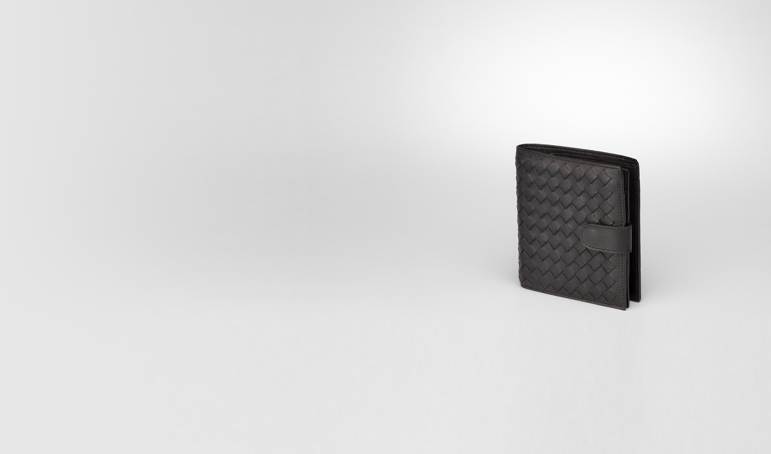 BOTTEGA VENETA Mini Wallet or Coin Purse D Nero Intrecciato Nappa French Flap Wallet pl