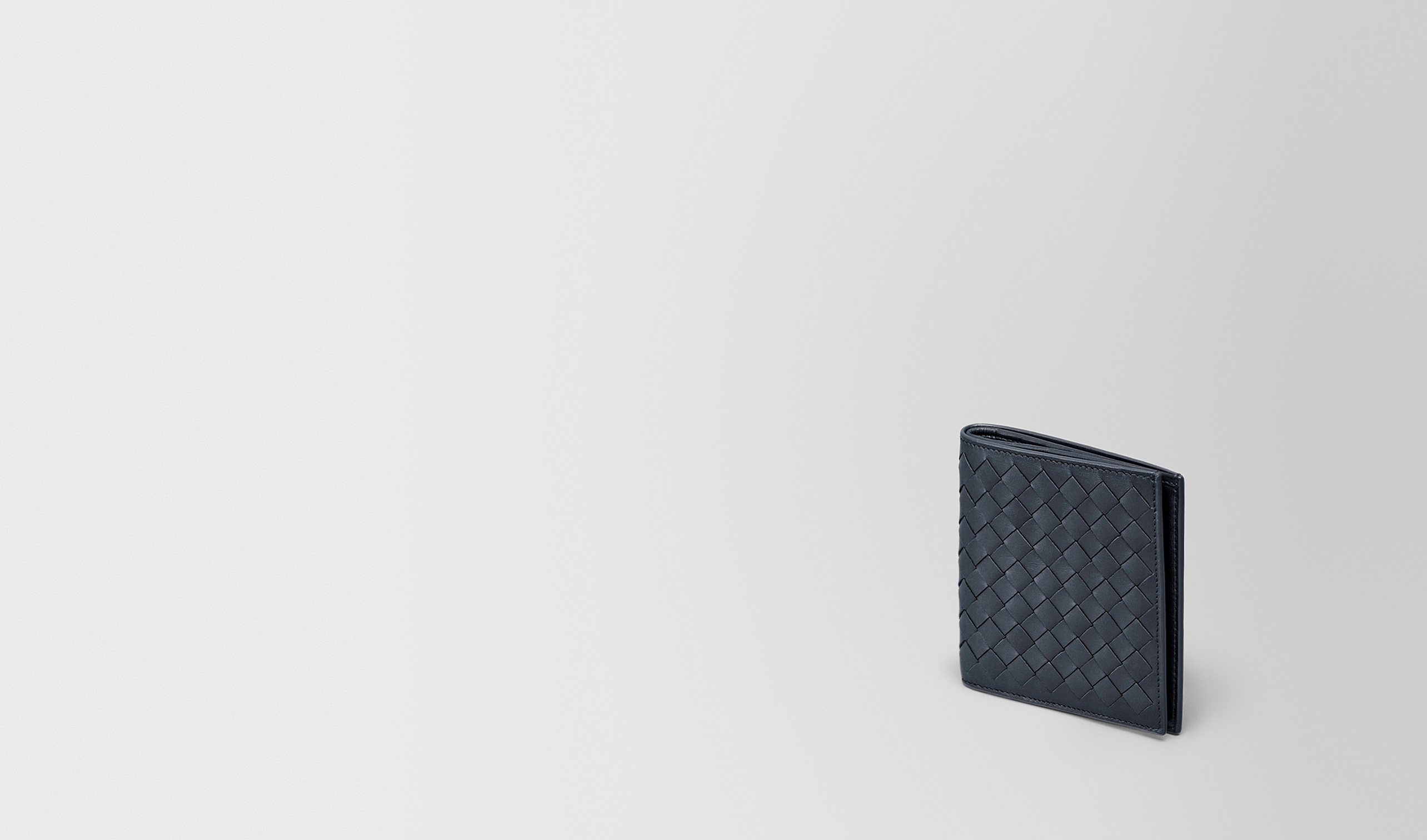 BOTTEGA VENETA Bi-fold Wallet U SMALL BI-FOLD WALLET IN LIGHT TOURMALINE INTRECCIATO VN pl