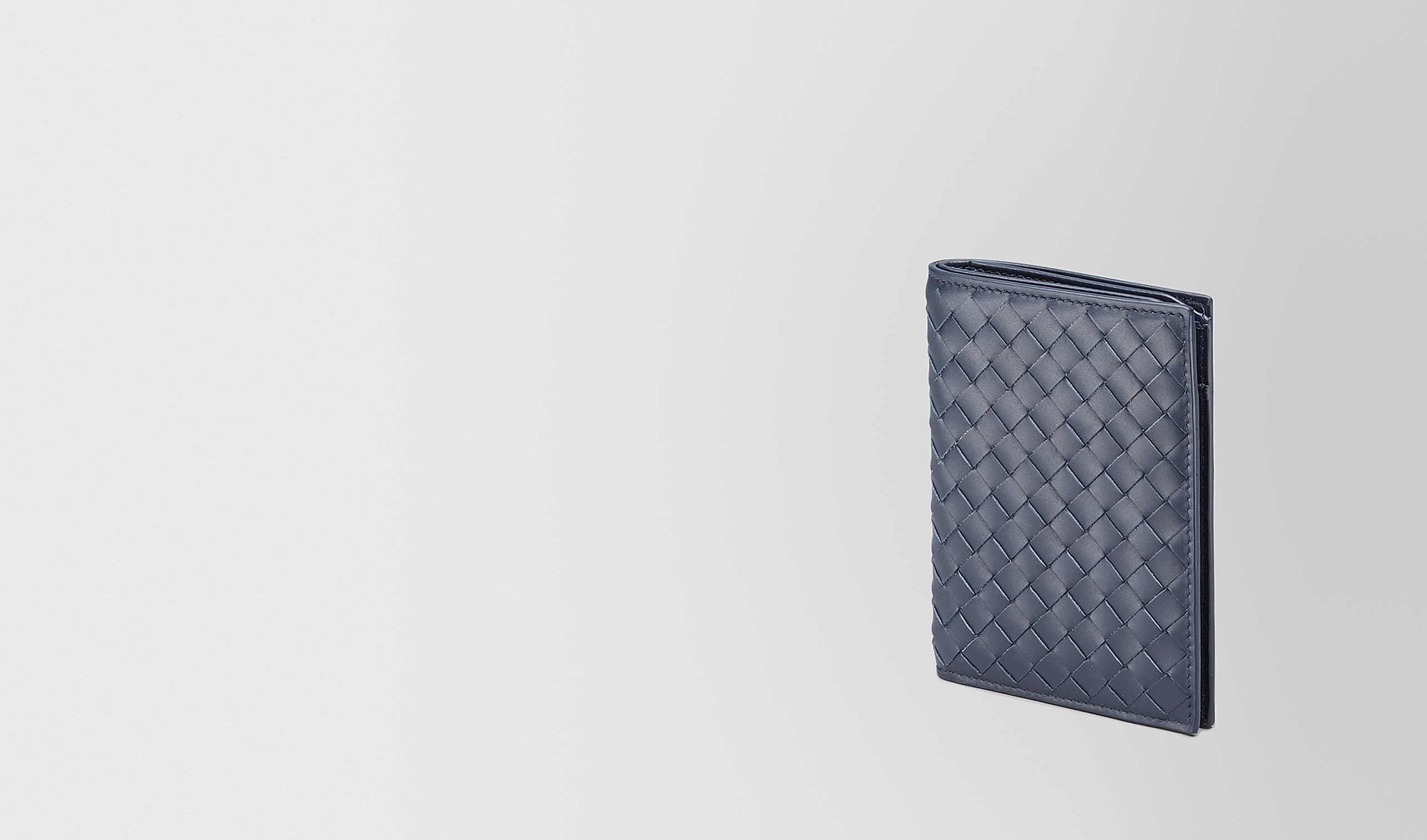 BOTTEGA VENETA Bi-fold Wallet U BI-FOLD WALLET IN LIGHT TOURMALINE INTRECCIATO VN pl