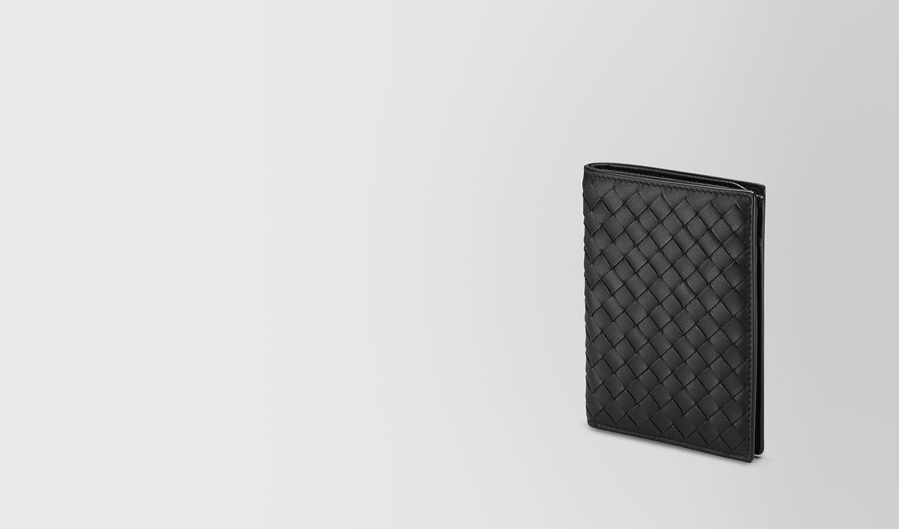 bi-fold wallet in nero intrecciato vn landing