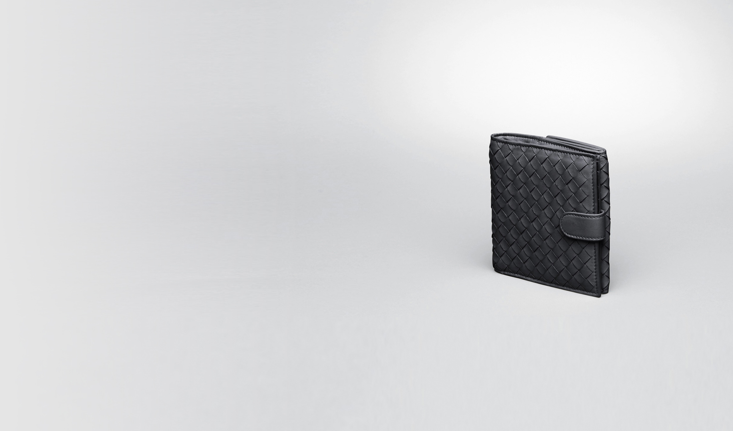 BOTTEGA VENETA Mini Wallet or Coin Purse D Nero Intrecciato Nappa Bi-fold Wallet pl
