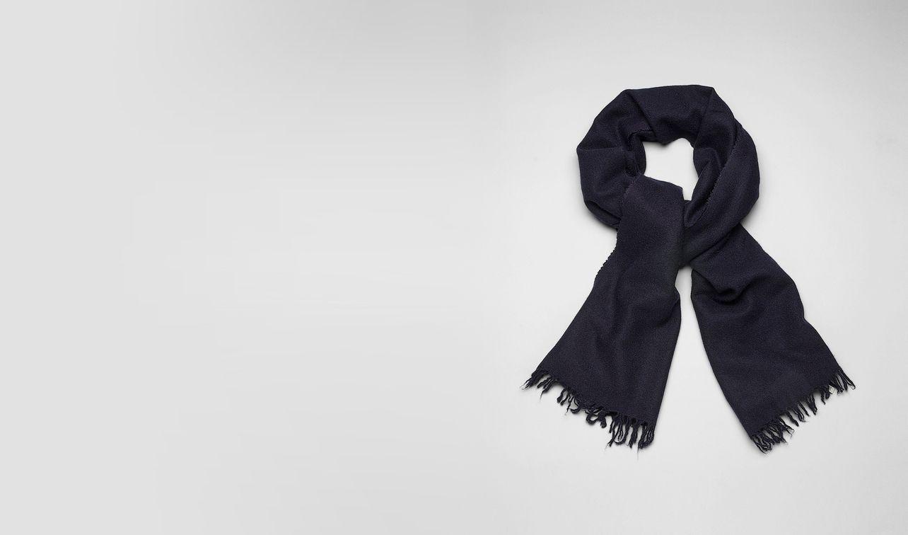 BOTTEGA VENETA écharpe ou gant ou chapeau U ÉCHARPE EN CACHEMIRE ET SOIE MIDNIGHT BLUE pl