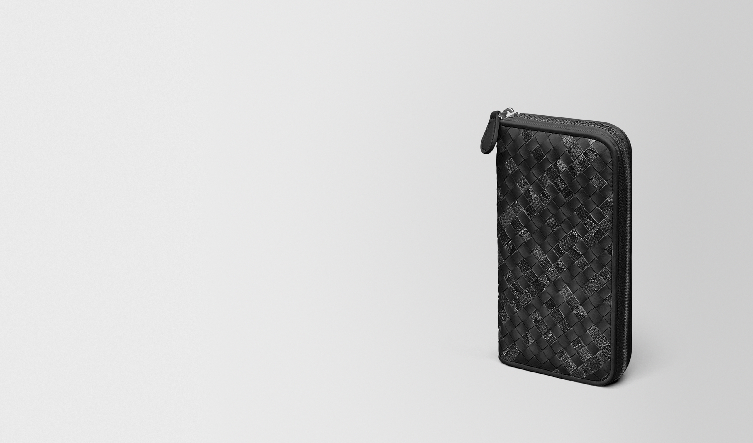 BOTTEGA VENETA Zip Around Wallet D ZIP AROUND WALLET IN NERO INTRECCIATO NAPPA AND AYERS pl