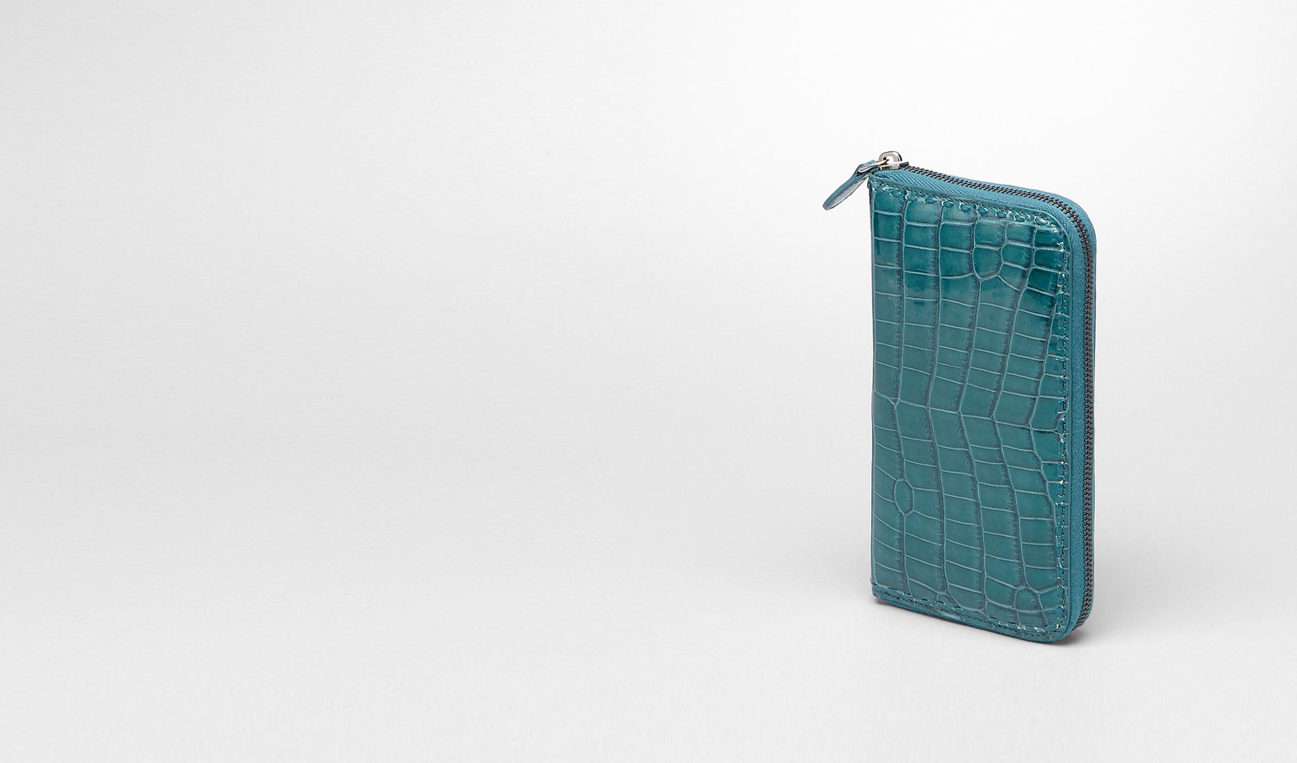 BOTTEGA VENETA Portemonnaie mit Zip E PORTEMONNAUE MIT ZIP AUS KROKODILLEDER IN TEAL pl