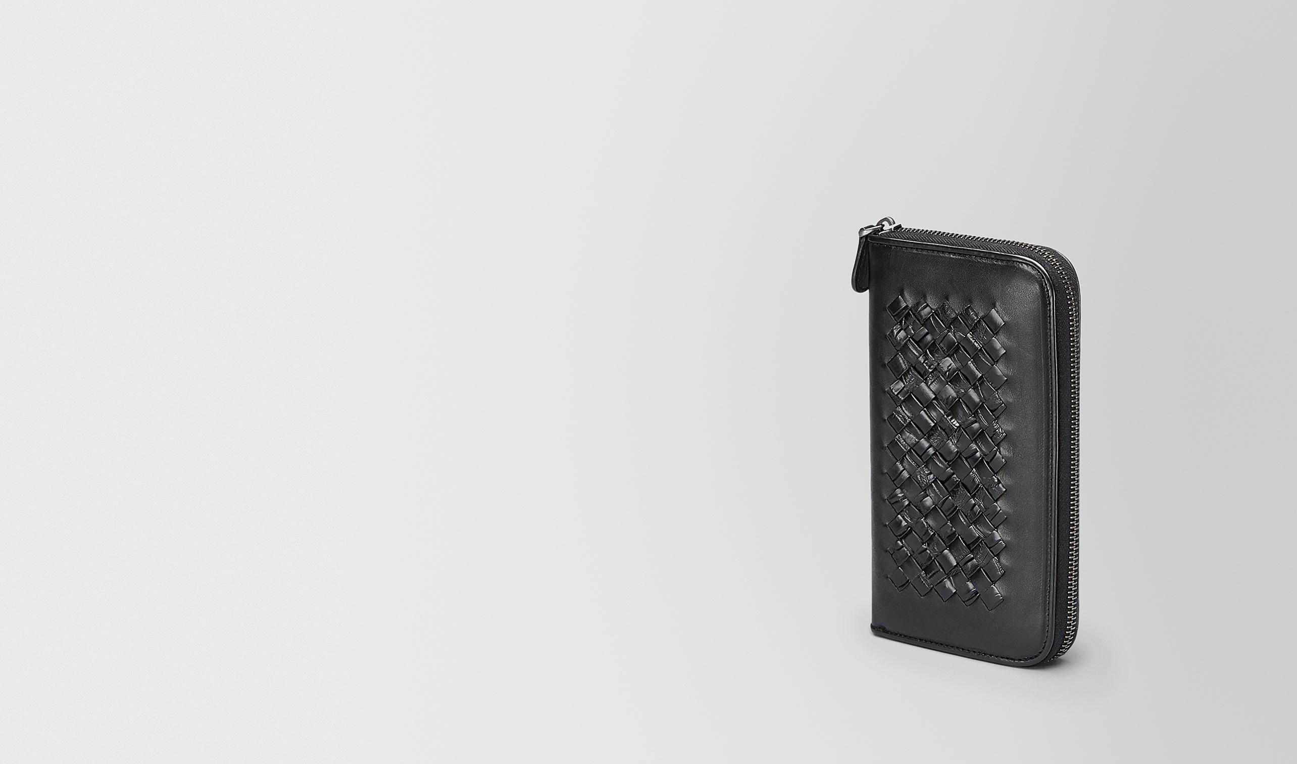 BOTTEGA VENETA Portemonnaie mit Zip U PORTEMONNAIE MIT ZIP AUS KALBSLEDER UND KROKODILLEDER IN NERO MIT INTRECCIATO-DETAILS pl