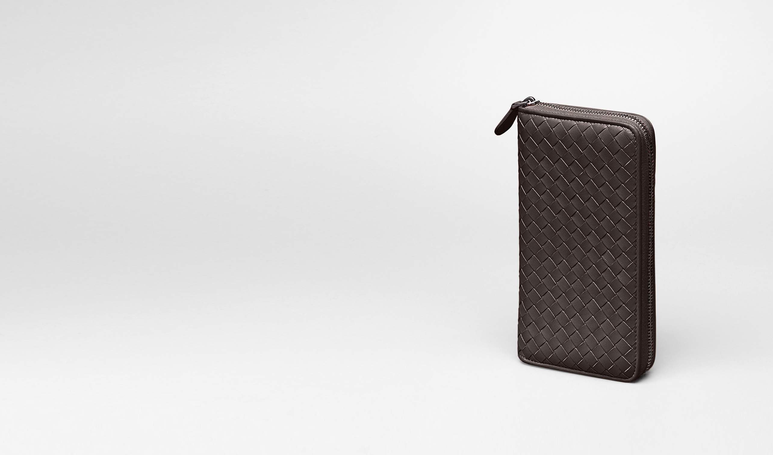 BOTTEGA VENETA Zip Around Wallet D Ebano Intrecciato Nappa Zip Around Wallet pl