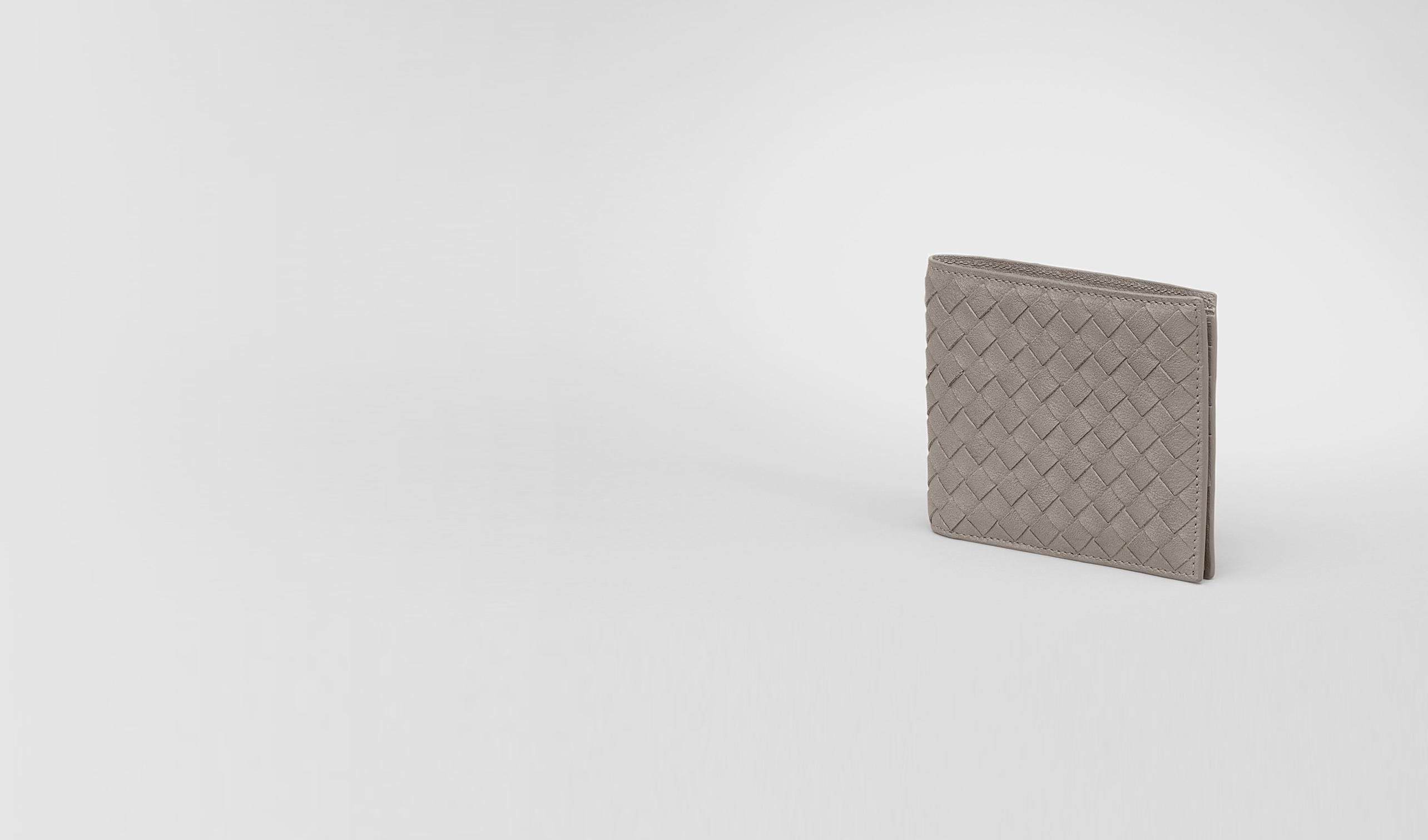 BOTTEGA VENETA Faltbares Portemonnaie U Portemonnaie aus gewaschenem Lammleder Intrecciato Fume pl