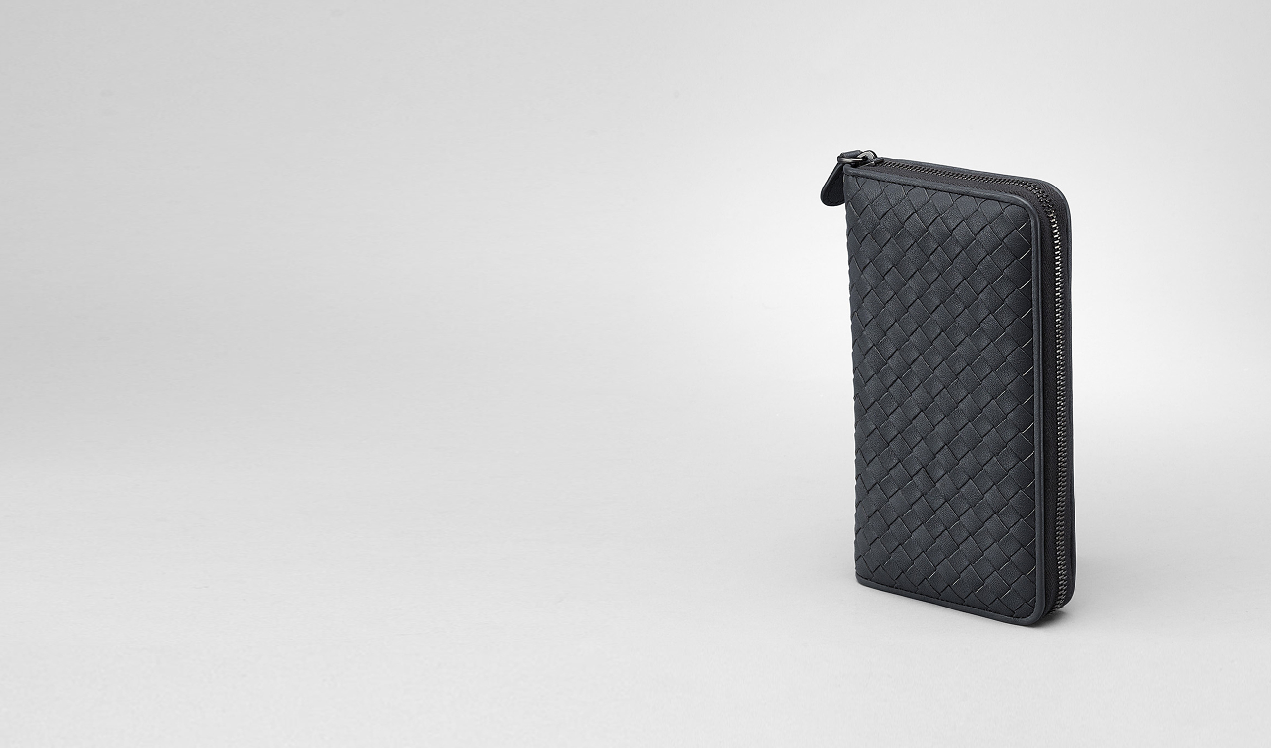BOTTEGA VENETA Zip Around Wallet D Prusse Intrecciato Washed Lambskin Zip Around Wallet pl