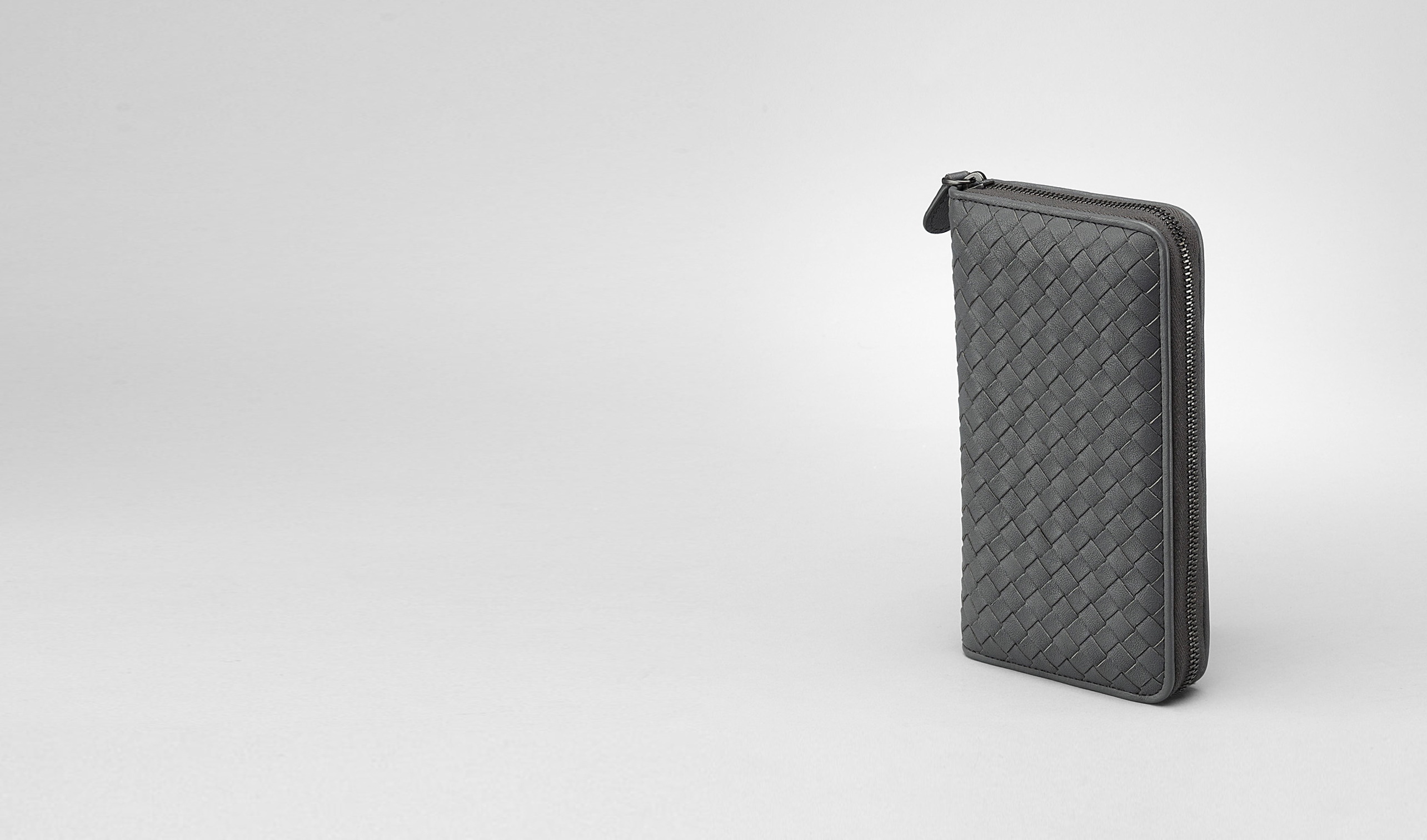 BOTTEGA VENETA Zip Around Wallet D Ardoise Intrecciato Washed Lambskin Zip Around Wallet pl