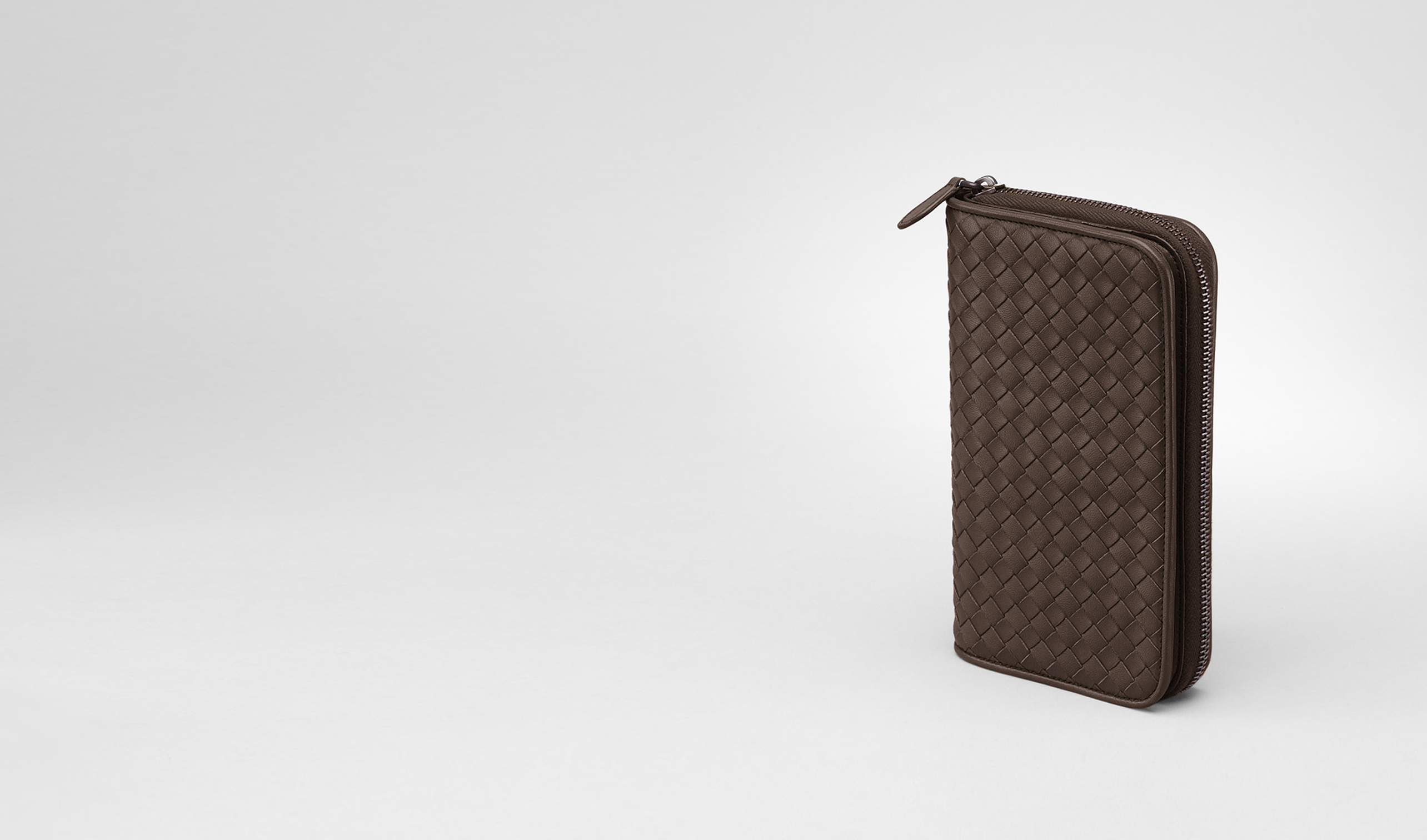 BOTTEGA VENETA Zip Around Wallet D Edoardo Intrecciato Nappa Zip Around Wallet pl