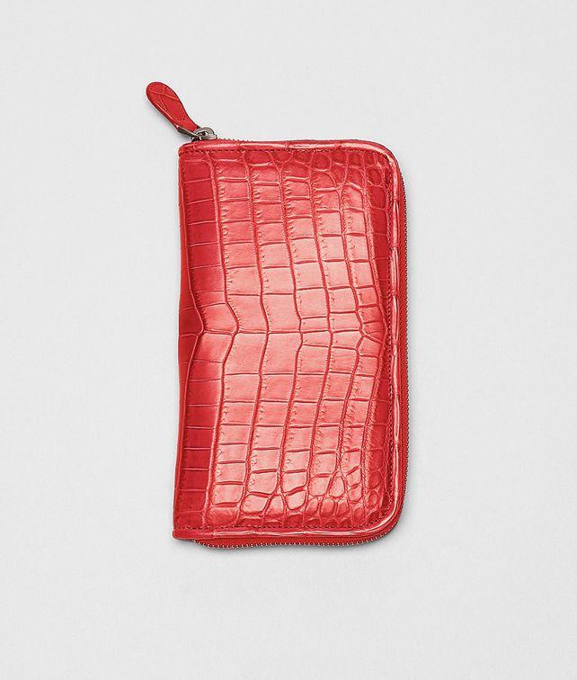 BOTTEGA VENETA Portemonnaie mit Zip aus weichen Krokodilleder Fume New Red Portemonnaie mit Zip D fp