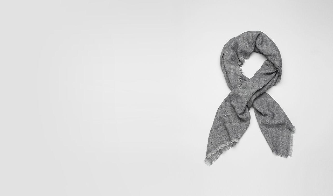 BOTTEGA VENETA Schal oder Hut oder Handschuhe U Wollschal Reseda und Dark Grey pl