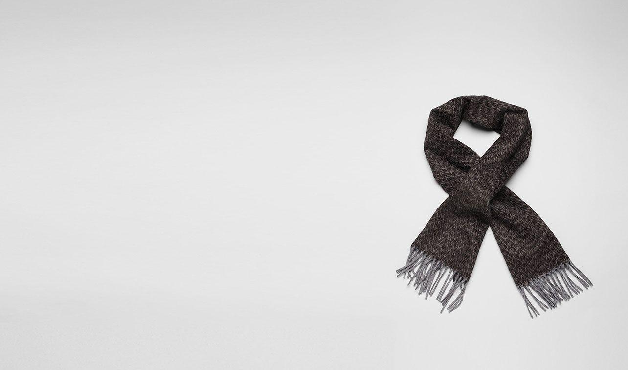 BOTTEGA VENETA Schal oder Hut oder Handschuhe U Kaschmirschal Black und Dark Grey pl