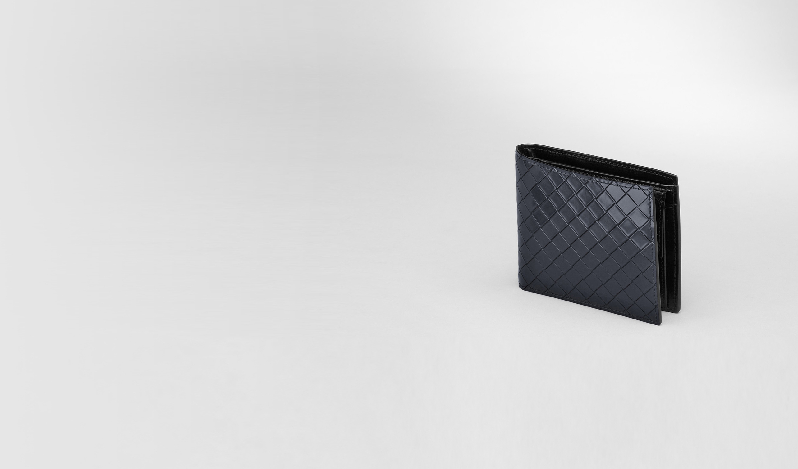 BOTTEGA VENETA Bi-fold Wallet U Prusse Nero Intreccio Scolpito Spazzolato Wallet pl