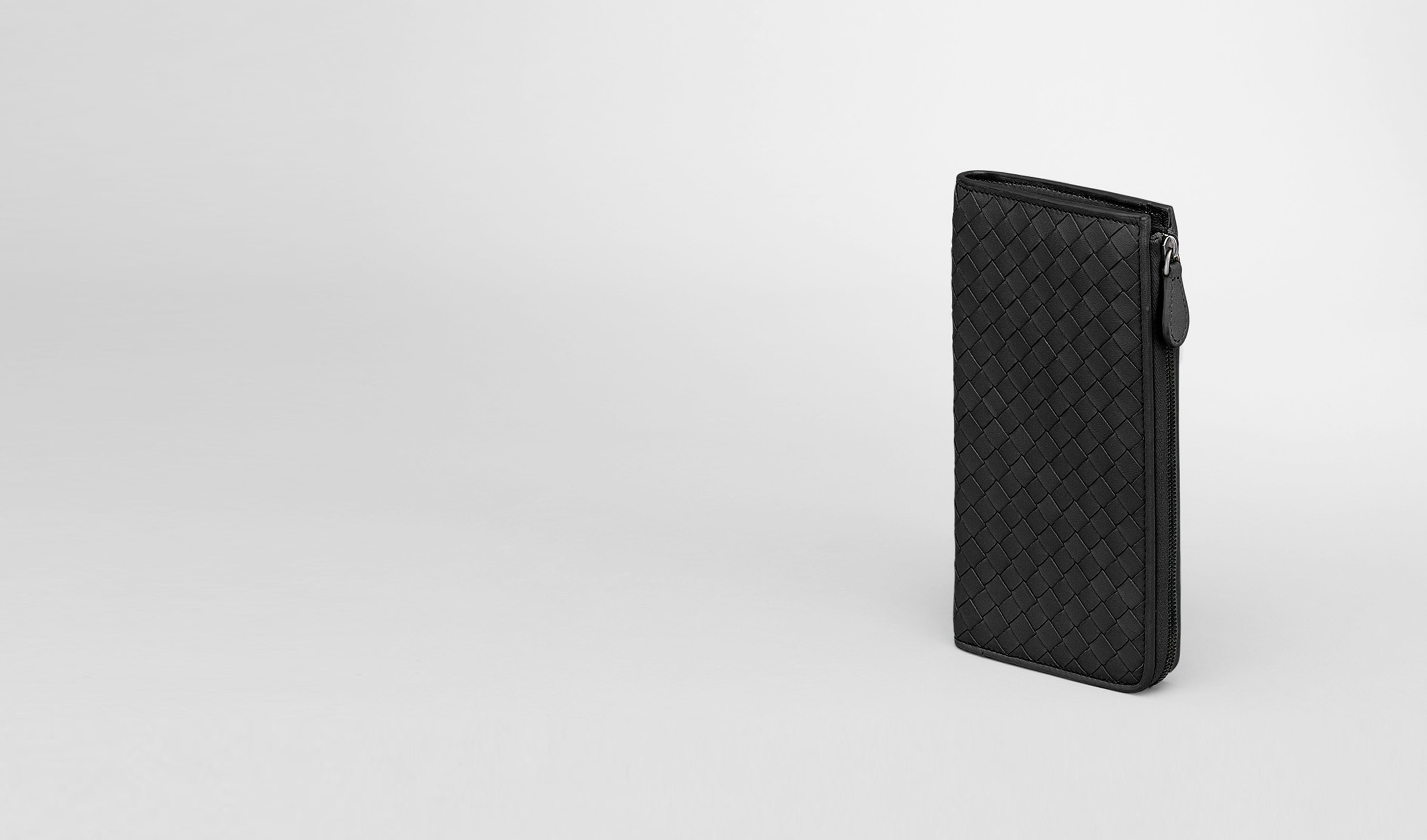 BOTTEGA VENETA Zip Around Wallet D ZIP AROUND WALLET IN NERO INTRECCIATO NAPPA pl