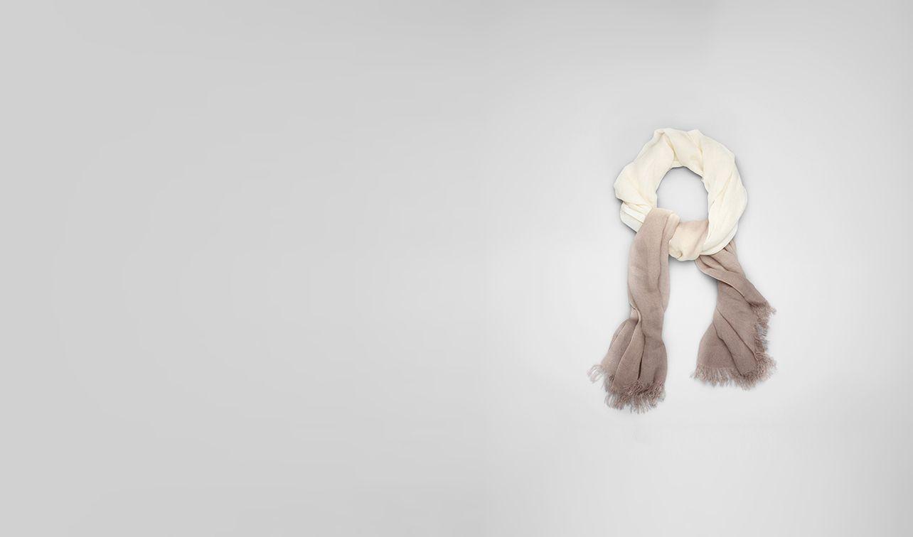 BOTTEGA VENETA Schal oder Hut oder Handschuhe U Schal aus Seide Ivory und Beige pl