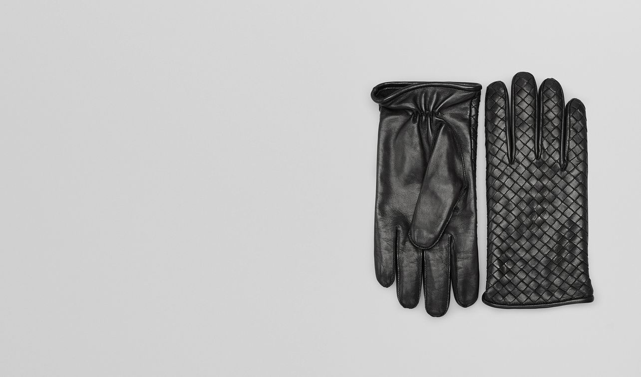 gloves in nero nappa landing