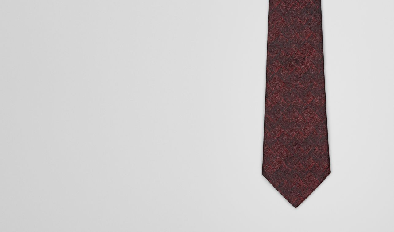 tie in bordeaux black silk landing