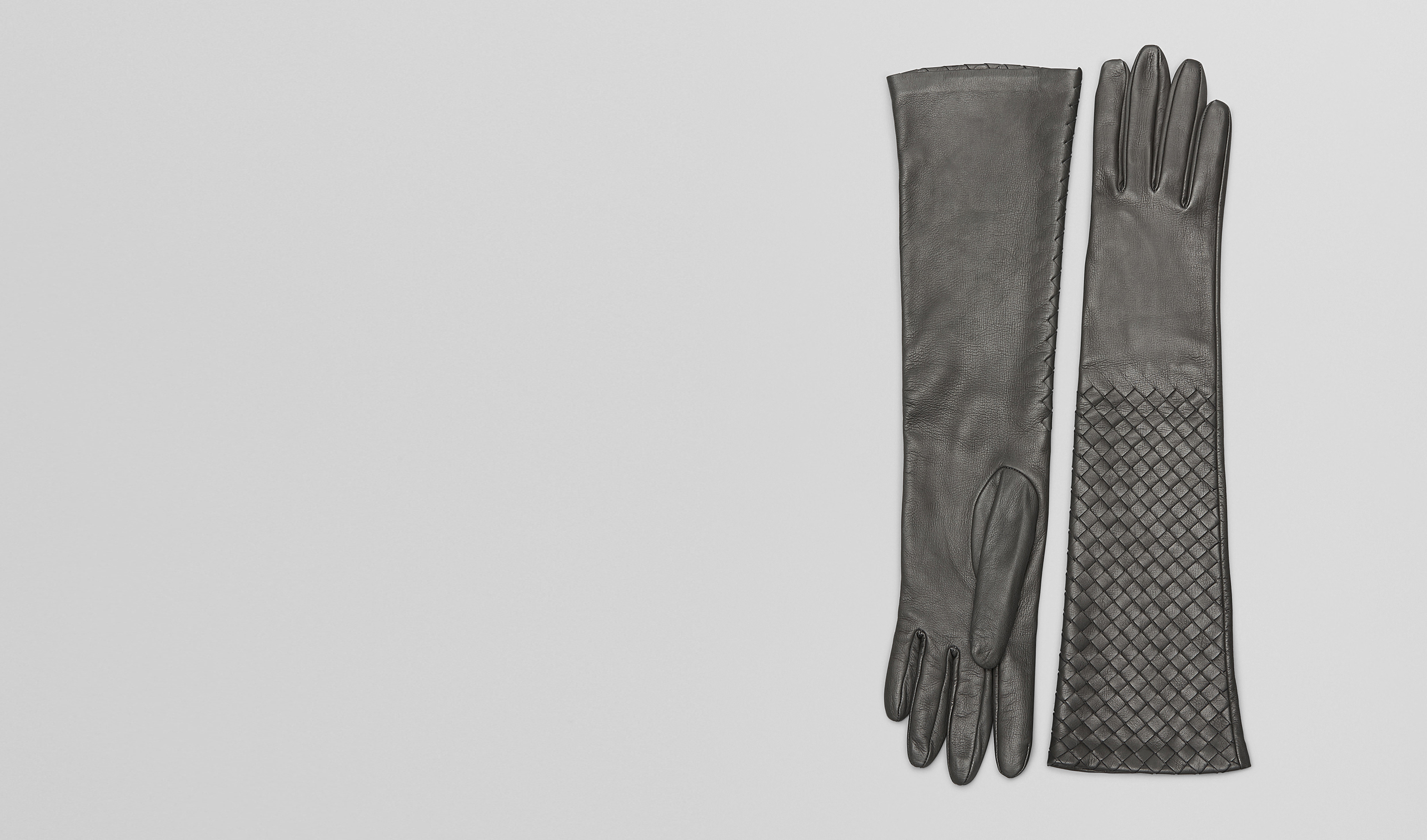 BOTTEGA VENETA Scarf or other D MEDIUM GREY INTRECCIATO NAPPA  GLOVES pl