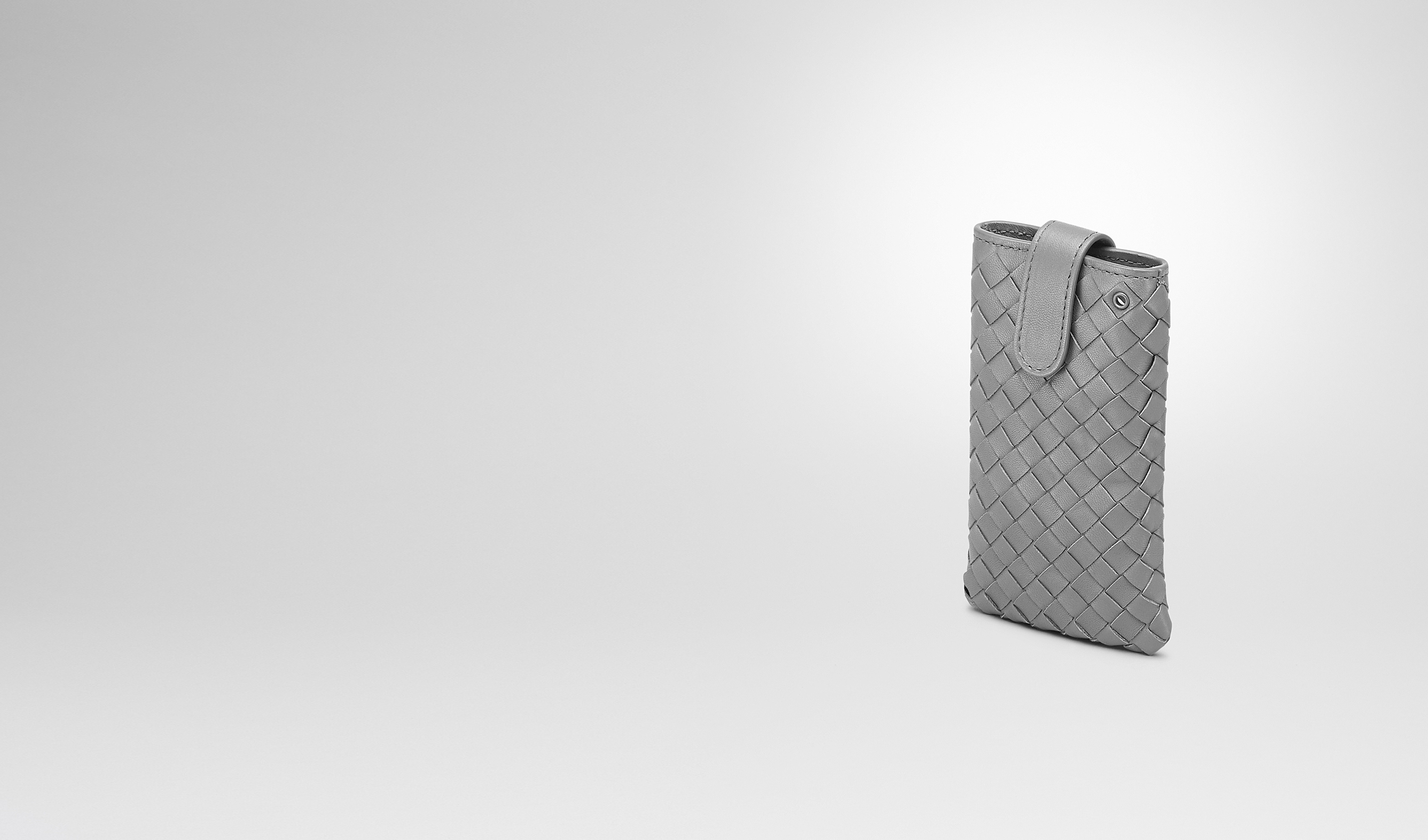 BOTTEGA VENETA Weiteres Leder Accessoire E IPHONE-HÜLLE AUS INTRECCIATO NAPPA IN NEW LIGHT GREY pl