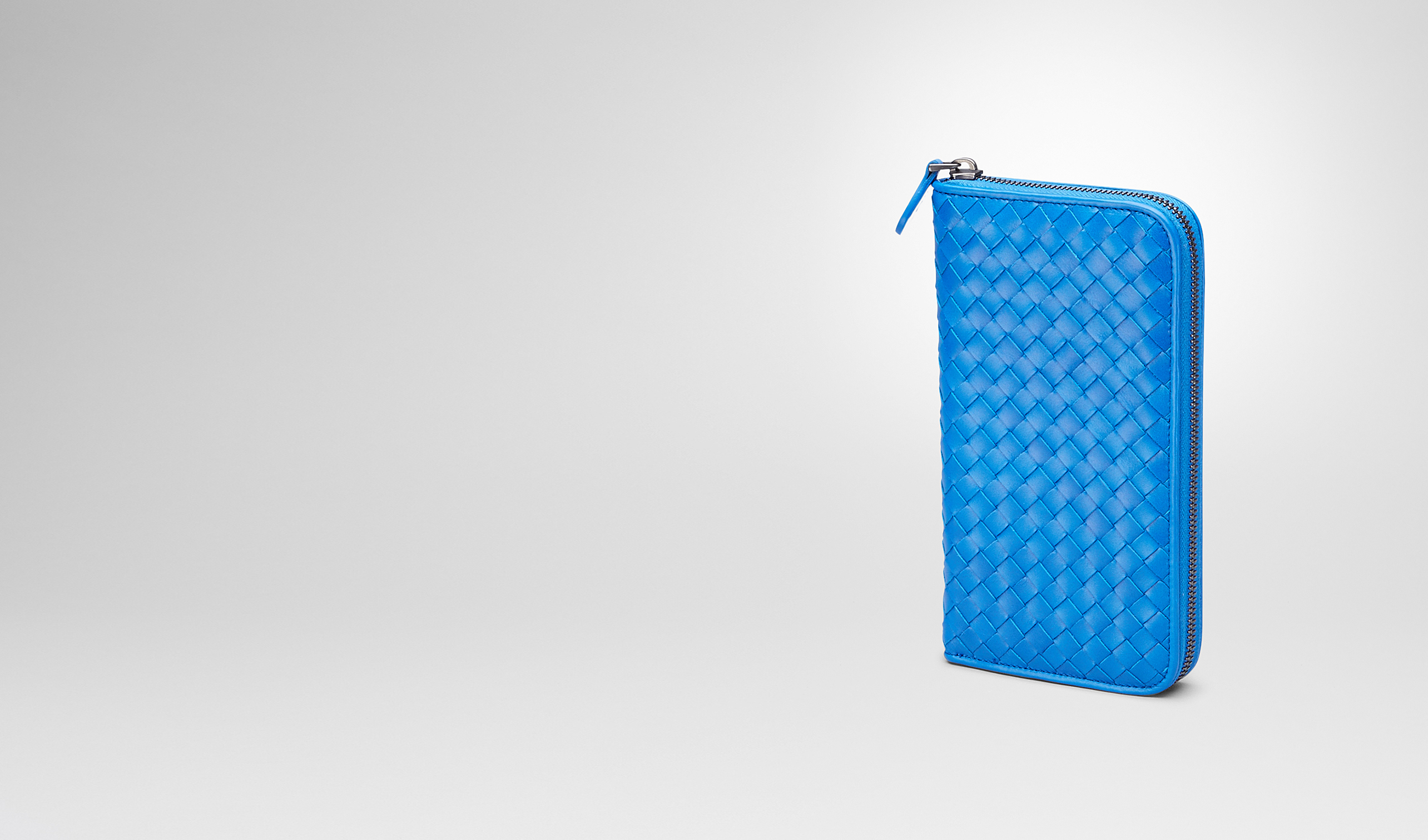 BOTTEGA VENETA Zip Around Wallet U Signal Blue Intrecciato Vn Zip Around Wallet pl
