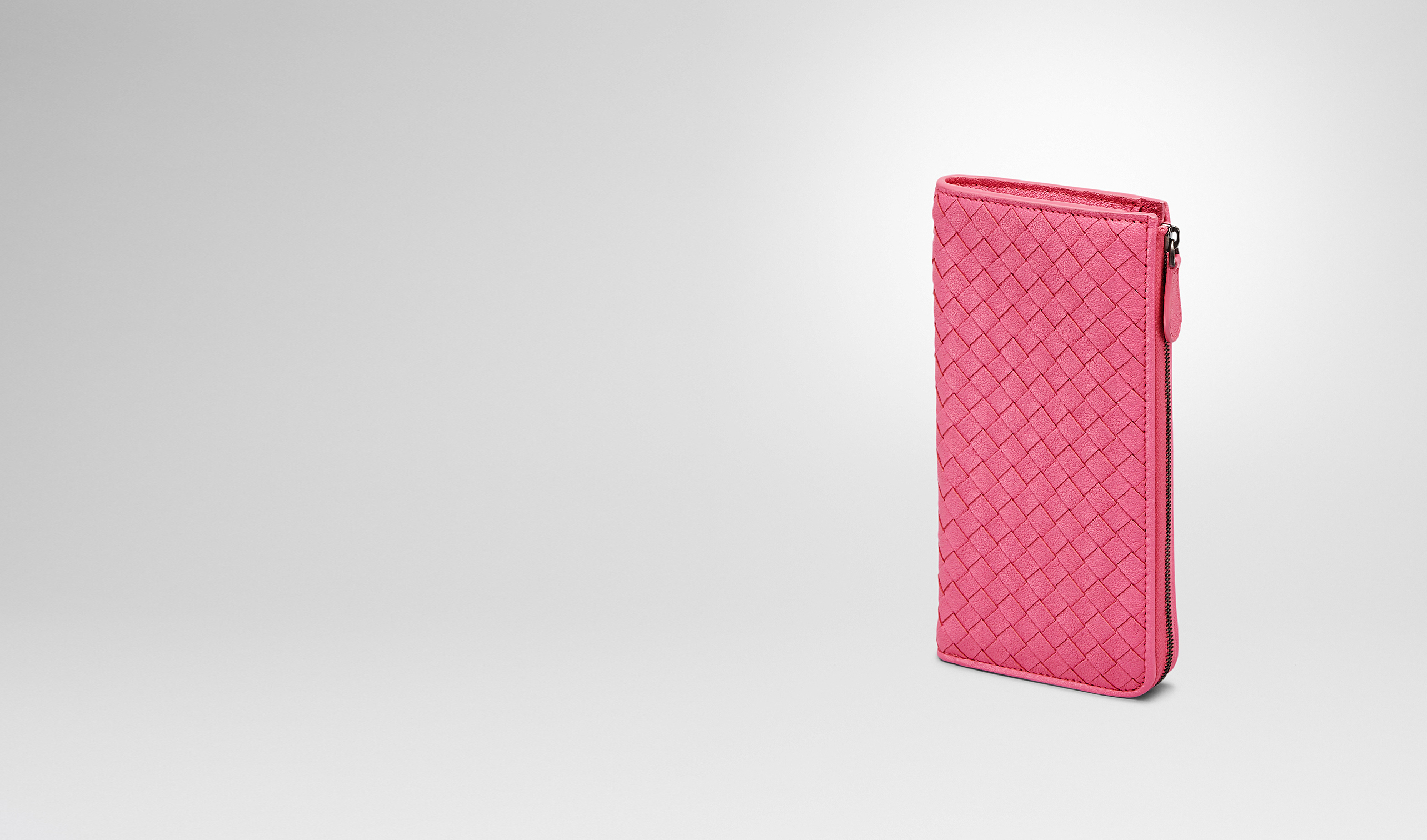 BOTTEGA VENETA Zip Around Wallet D Rosa Shock Intrecciato Washed Lambskin Zip Around Wallet pl