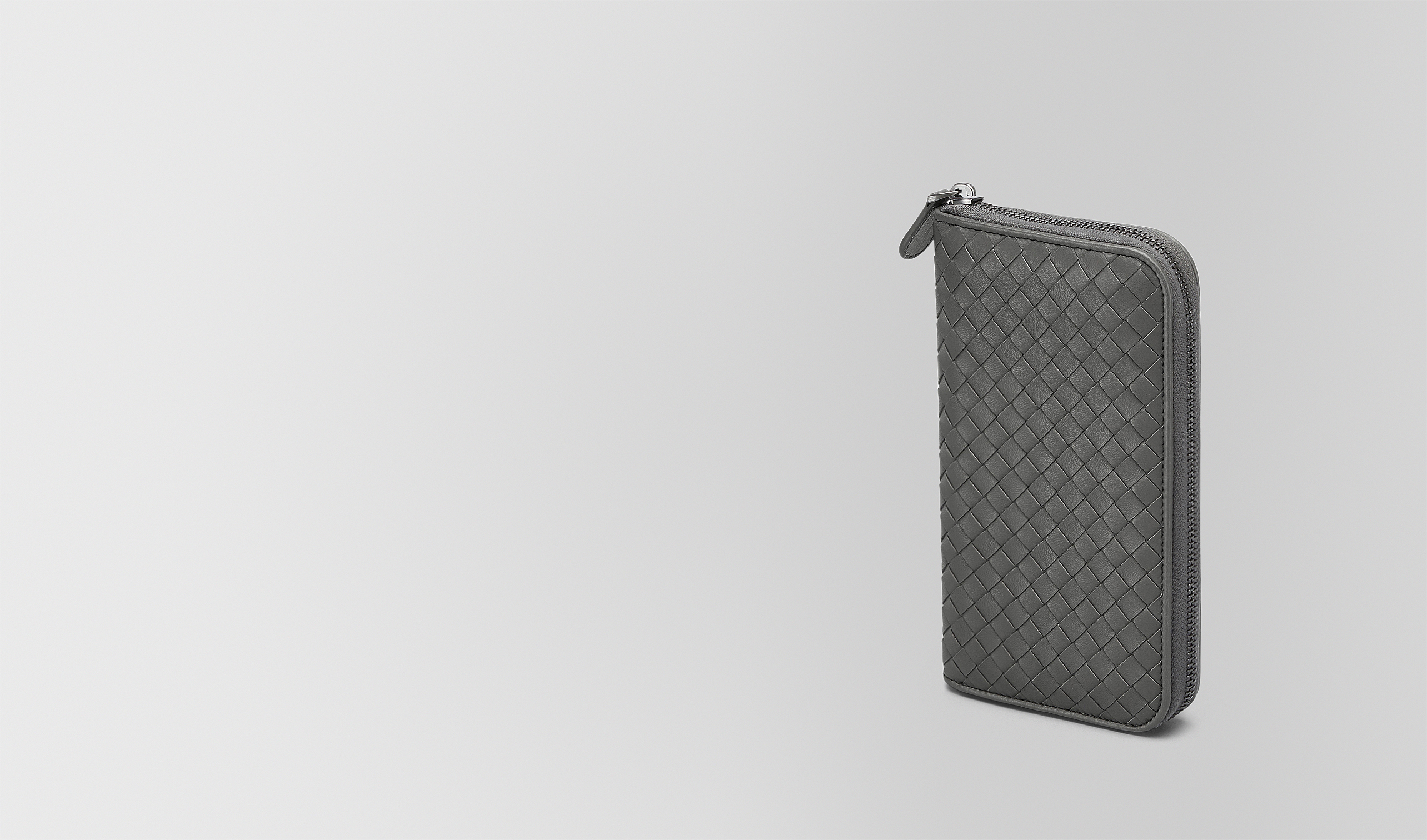 BOTTEGA VENETA Zip Around Wallet D ZIP AROUND WALLET IN NEW LIGHT GREY INTRECCIATO NAPPA pl