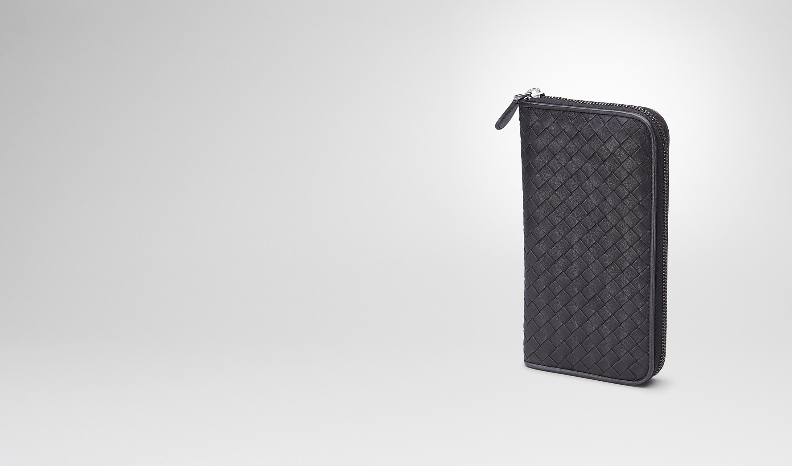 BOTTEGA VENETA Zip Around Wallet U Nero Signal Blue Intrecciato Washed Vintage Zip Around Wallet pl