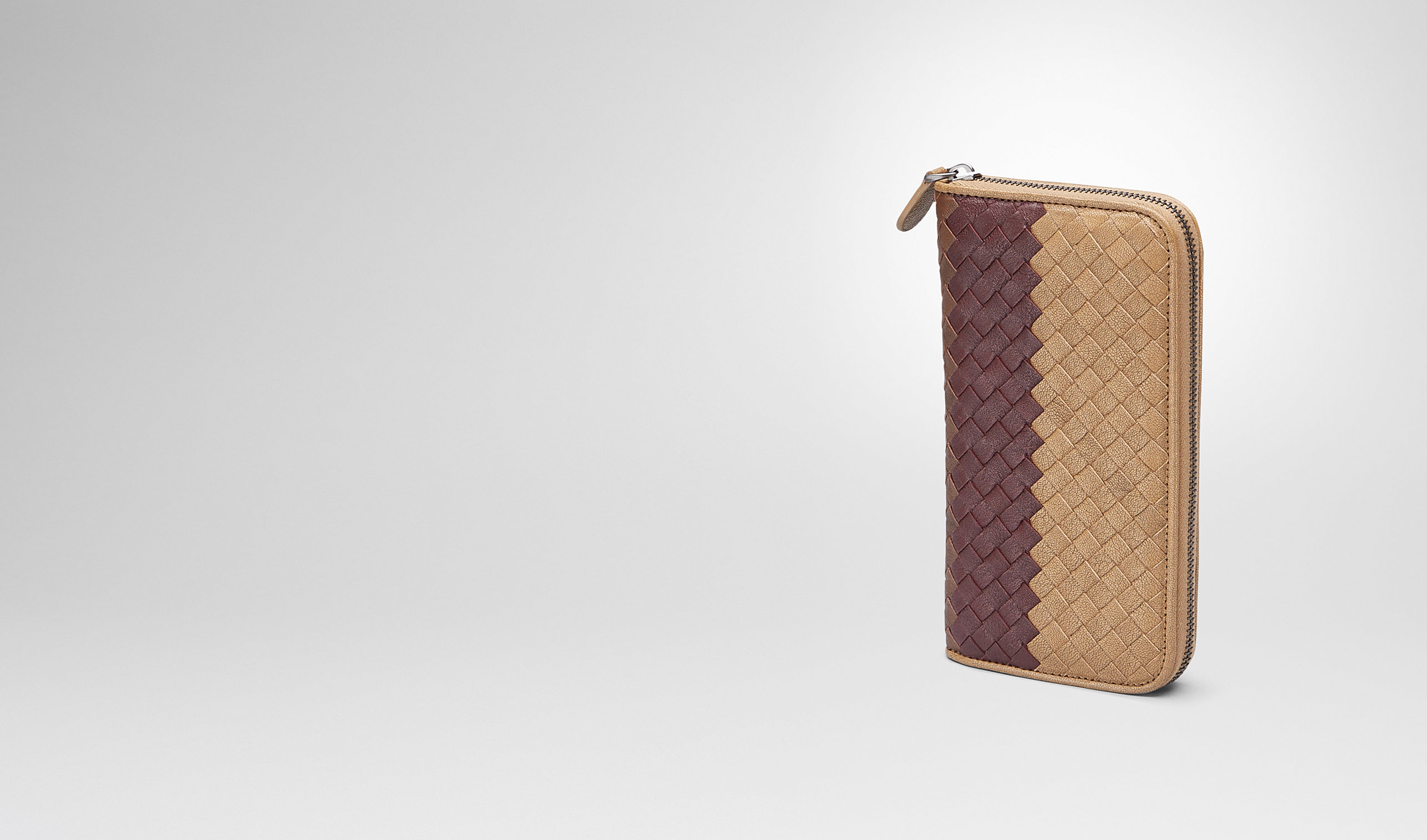 BOTTEGA VENETA Zip Around Wallet U New Bronze Aubergine Edoardo Intrecciato Club Fumé Zip Around Wallet pl