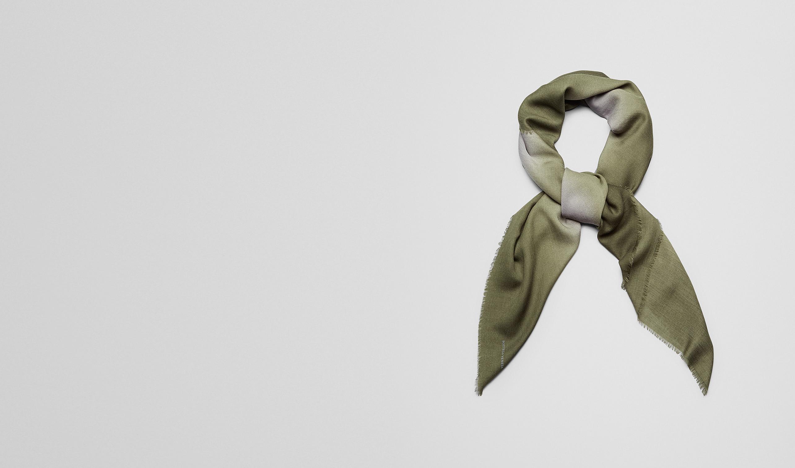 BOTTEGA VENETA écharpe ou autre accessorie E ÉCHARPE EN LAINE FLANNEL DARK GREEN pl