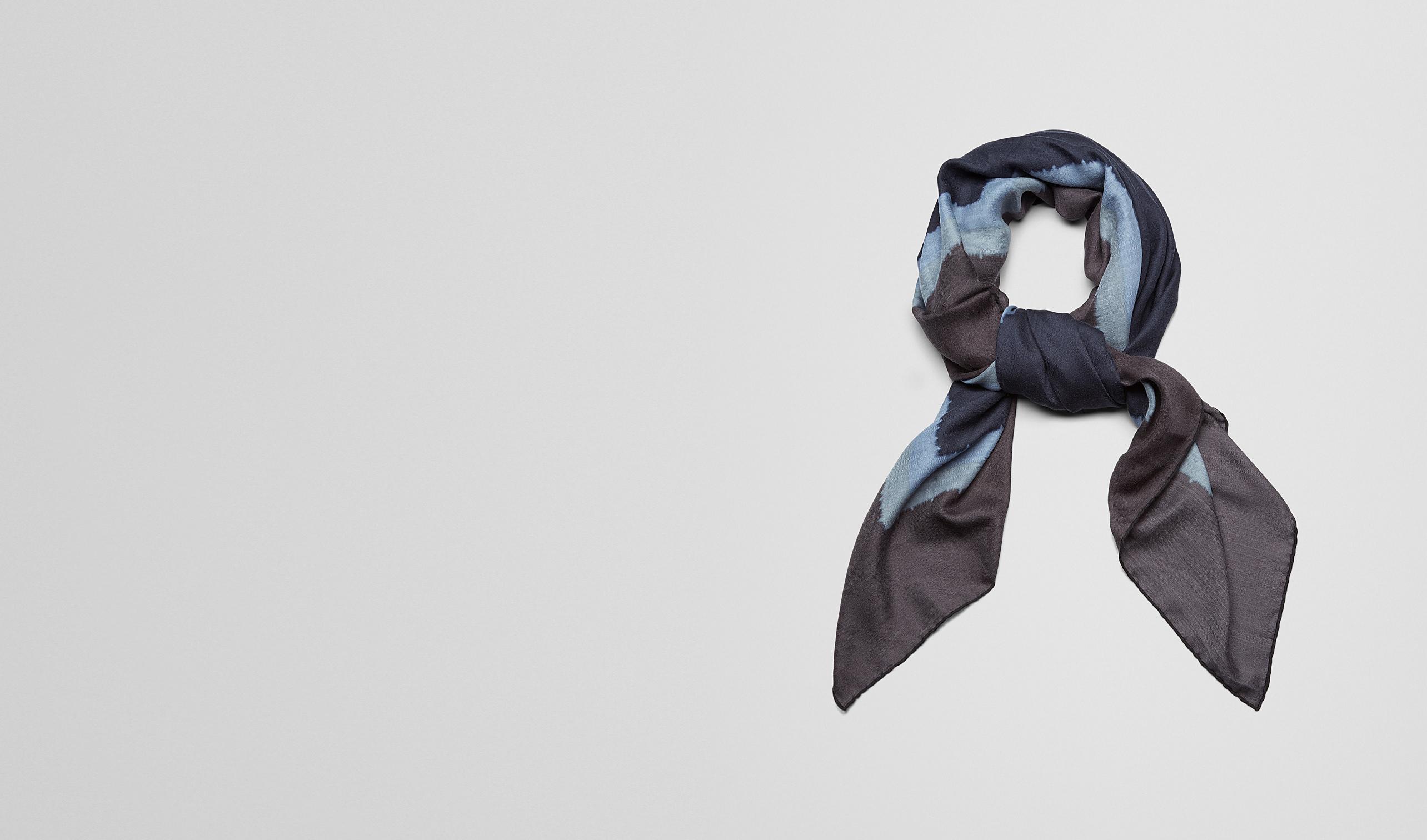 BOTTEGA VENETA Schal oder Hut oder Handschuhe U SCHAL AUS KASCHMIR UND SEIDE MIDNIGHT BLUE UND DARK GREY pl
